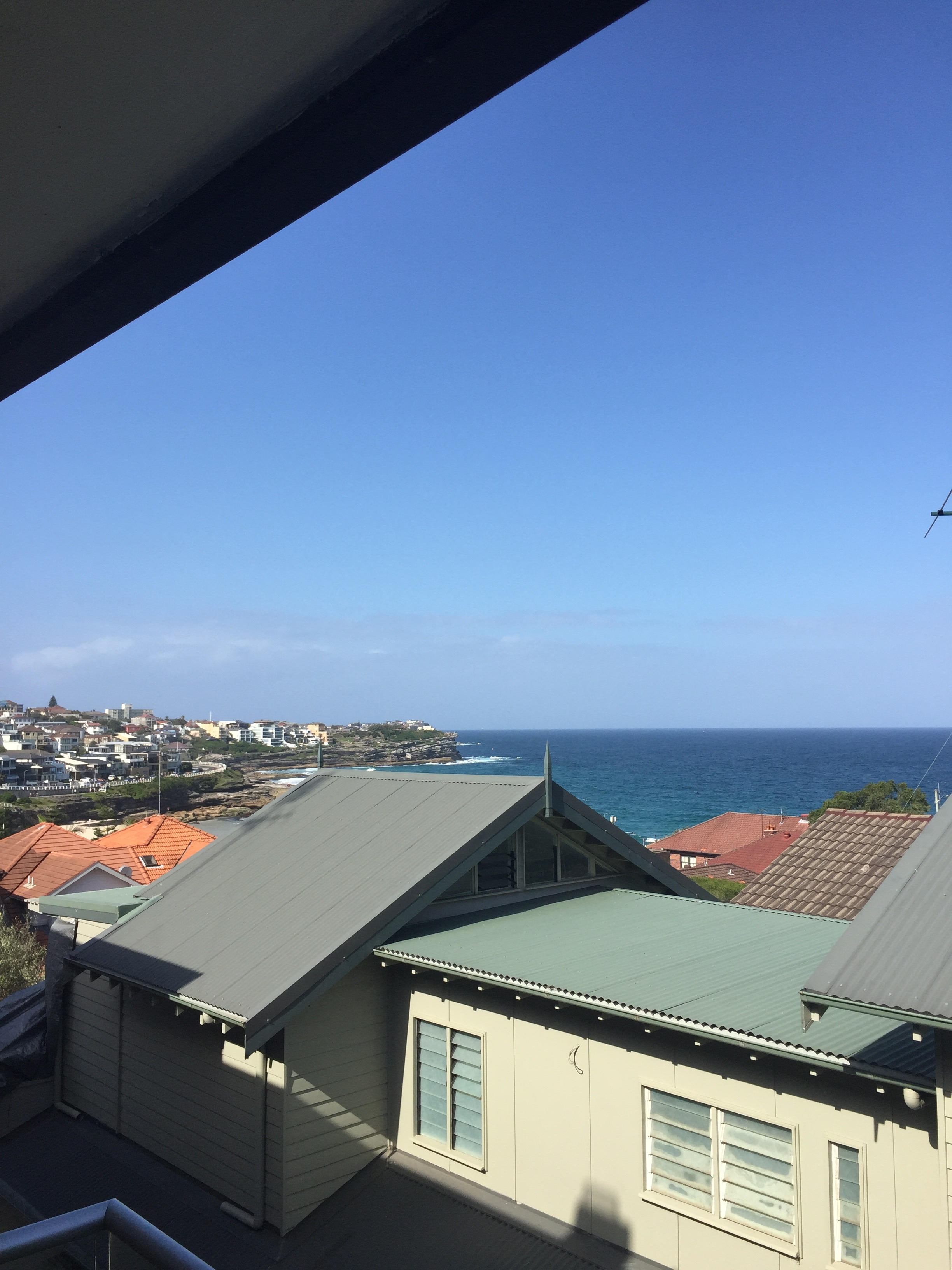 slightly obstructed view of the ocean and Bronte Beach from the balcony of my Airbnb rental