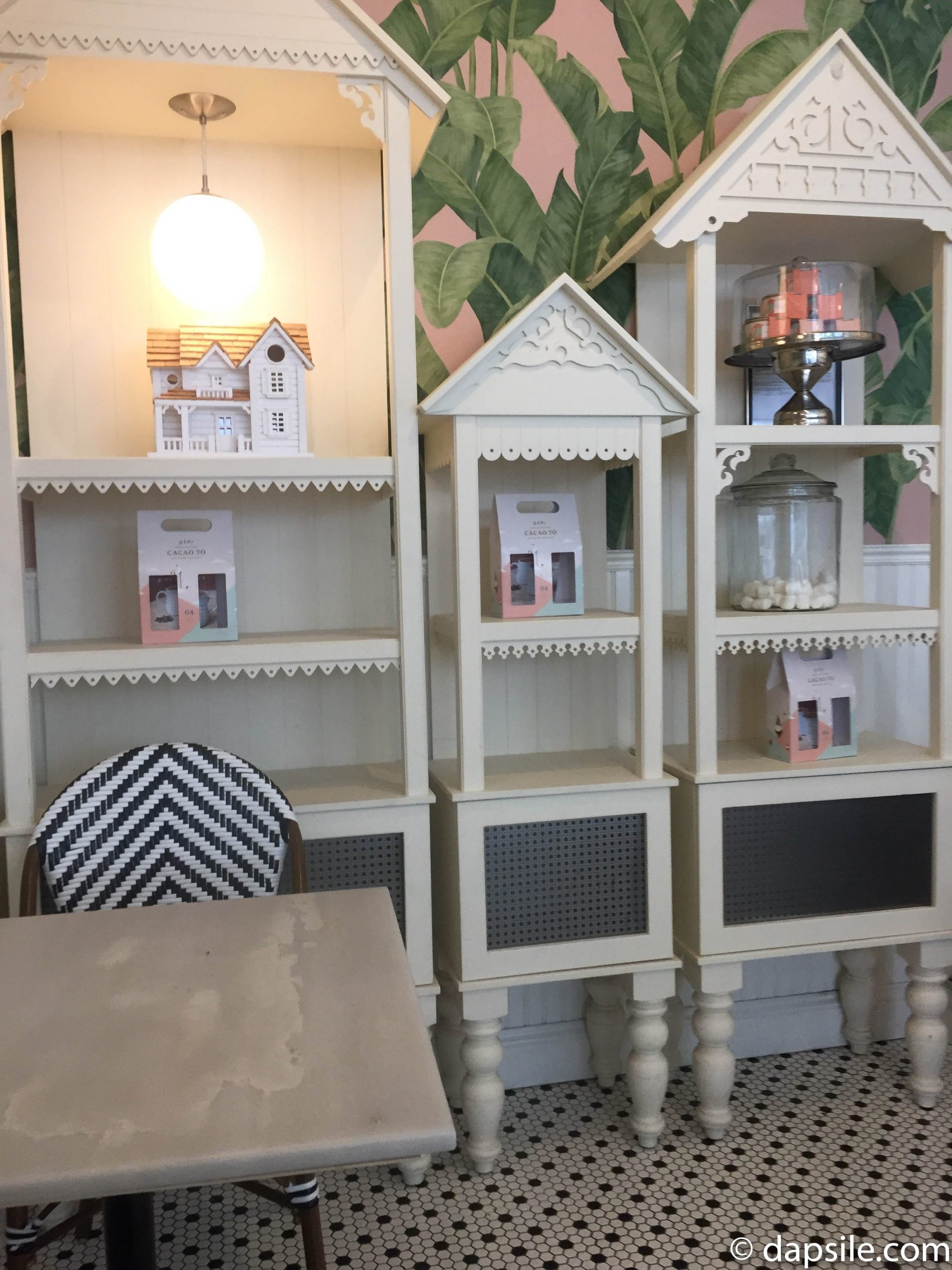 Cacao 70 Dip Shop decorative shelves